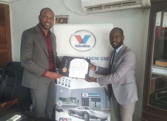 Signature d'un contrat revendeur des produits lubrifiants de la marque VALVOLINE